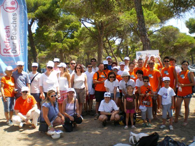 Εθελοντές από όλο τον κόσμο καθαρίζουν το δάσος Σχινιά-Μαραθώνα | tovima.gr