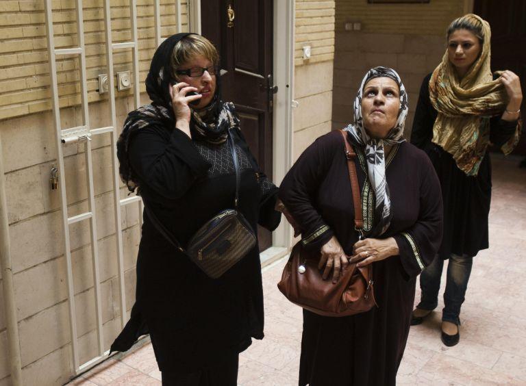 Ιρανή συγχώρησε τον άνδρα που την τύφλωσε και την παραμόρφωσε   tovima.gr