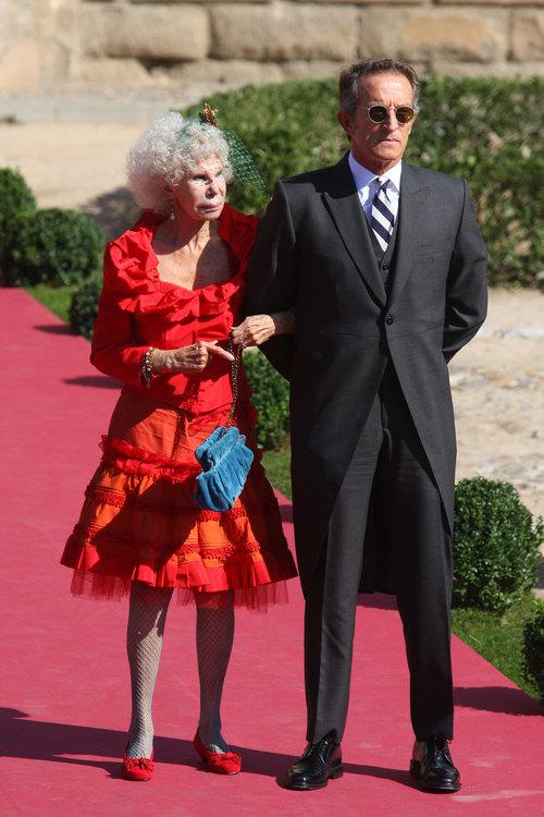 Η 85χρονη δούκισσα της Αλμπα αφήνει τα πλούτη για 61χρονο κοινό θνητό | tovima.gr