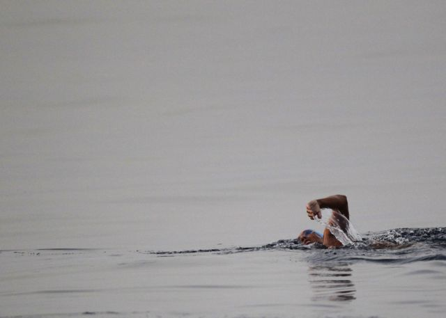Εγκατέλειψε την προσπάθεια να κολυμπήσει από την Κούβα στη Φλόριδα | tovima.gr