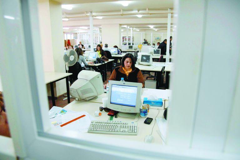 Δημόσιοι υπάλληλοι: ψαλίδι 50% στο κίνητρο απόδοσης | tovima.gr