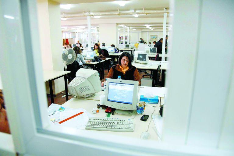 Διευκολύνσεις για συνταξιοδότηση σε δημοσίους υπαλλήλους και ένστολους | tovima.gr