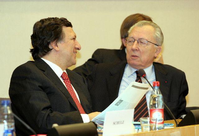 Ζακ Ντελόρ: «Στο χείλος του γκρεμού η Ευρωζώνη» | tovima.gr