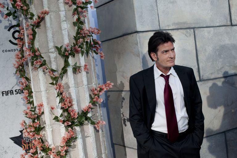 Τ. Σιν: Έδωσε $ 12.000 για την κηδεία του παπαράτσι που κυνηγούσε τον Μπίμπερ | tovima.gr