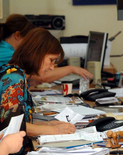 Μπρα ντε φερ για τις απολύσεις | tovima.gr