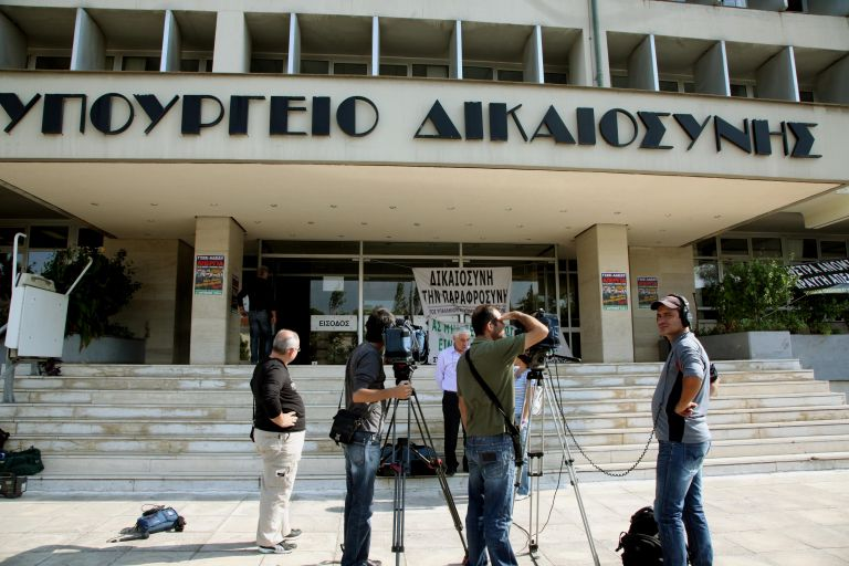 Δικηγόροι, συμβολαιογράφοι, δικαστικοί επιμελητές – ολοταχώς για απελευθέρωση των επαγγελμάτων | tovima.gr