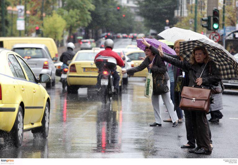 Σοβαρά κυκλοφοριακά προβλήματα στην Αθήνα από την καταιγίδα | tovima.gr