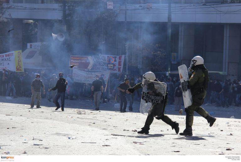 Ενας νεκρός και δεκάδες τραυματίες στο συλλαλητήριο στο Σύνταγμα | tovima.gr