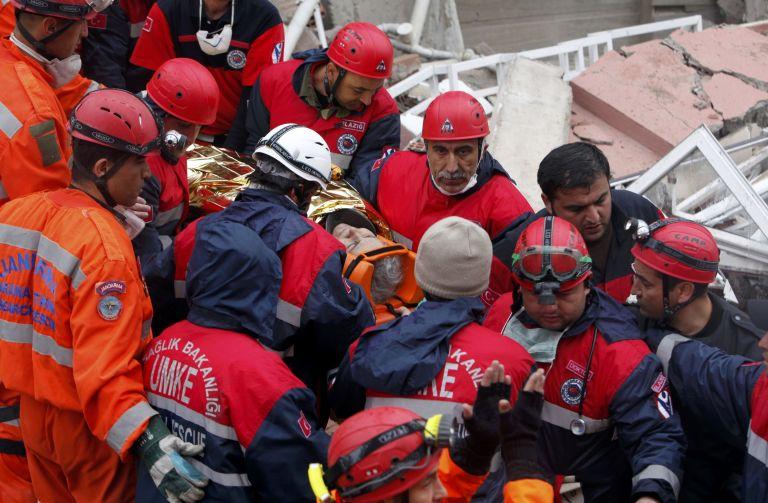 Τουρκία: 27χρονη δασκάλα ανασύρθηκε σώα από τα ερείπια | tovima.gr
