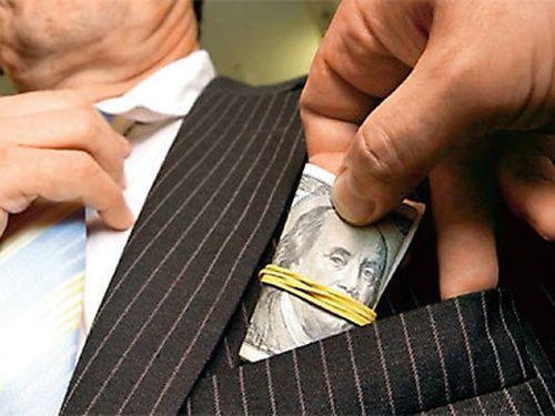 Απολύθηκαν δύο υπάλληλοι του ΥΠΕΚΑ για δωροδοκία | tovima.gr