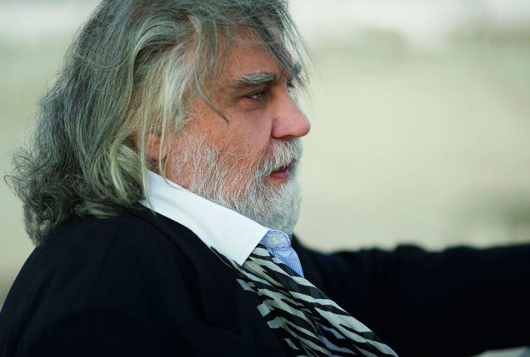 Βαγγέλης Παπαθανασίου: «Oλοι είμαστε συνάθροιση δισεκατομμυρίων ετών μνήμης» | tovima.gr