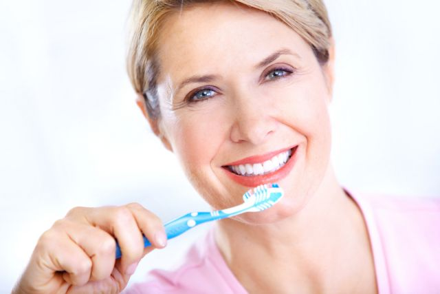 Η οδοντόβουρτσα νικά την… πνευμονία   tovima.gr