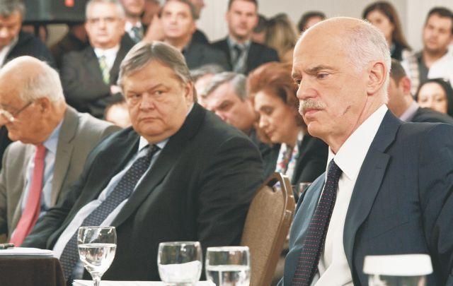 PASOK officers condemn criticism against party leader Venizelos | tovima.gr