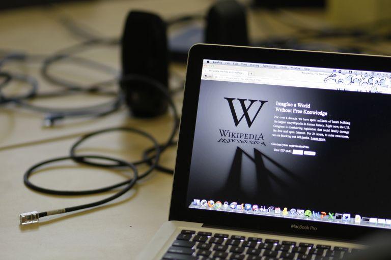 Η Wikipedia υπερασπίζεται Βρετανό που δικάζεται για «πειρατεία» | tovima.gr