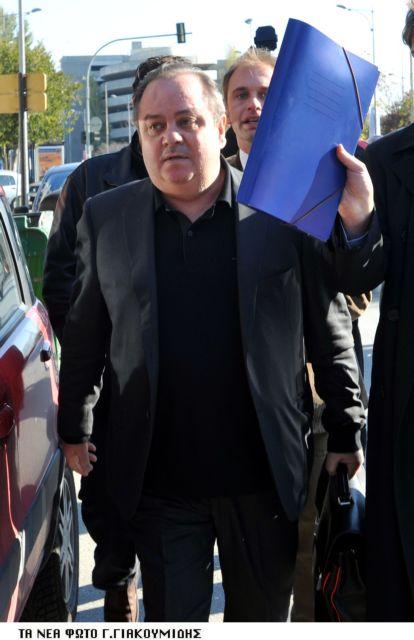 Μ. Καραμπέρης: «Αν βγάλω τα βίντεο, θα εξαφανιστεί η Βουλή…» | tovima.gr