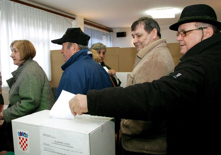 ΕΕ: Ρομπάι και Μπαρόζο χαιρετίζουν το «ναι» των Κροατών στην ένταξη | tovima.gr