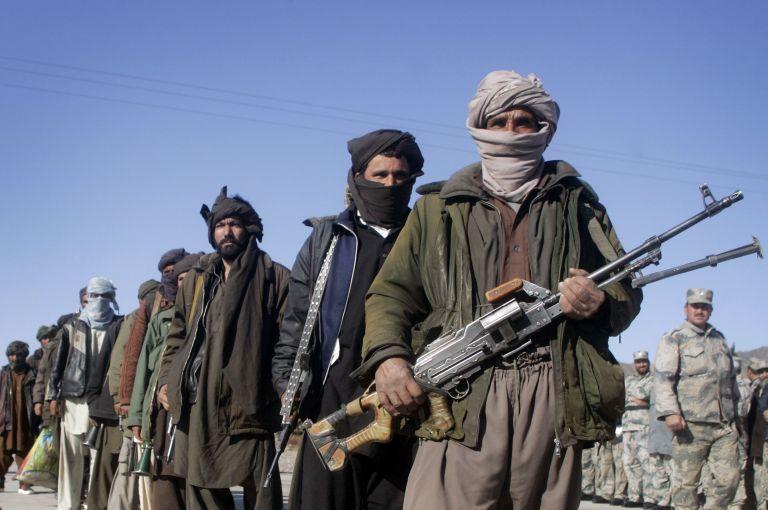 Ο Καναδός που κρατούνταν από Ταλιμπάν καταγγέλλει τη δολοφονία παιδιού του | tovima.gr