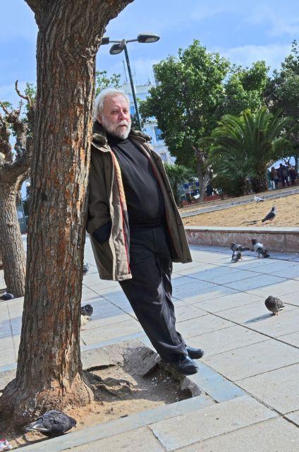 Γιώργος Μαρκόπουλος: Ο ποιητής  της πλατείας Βικτωρίας | tovima.gr