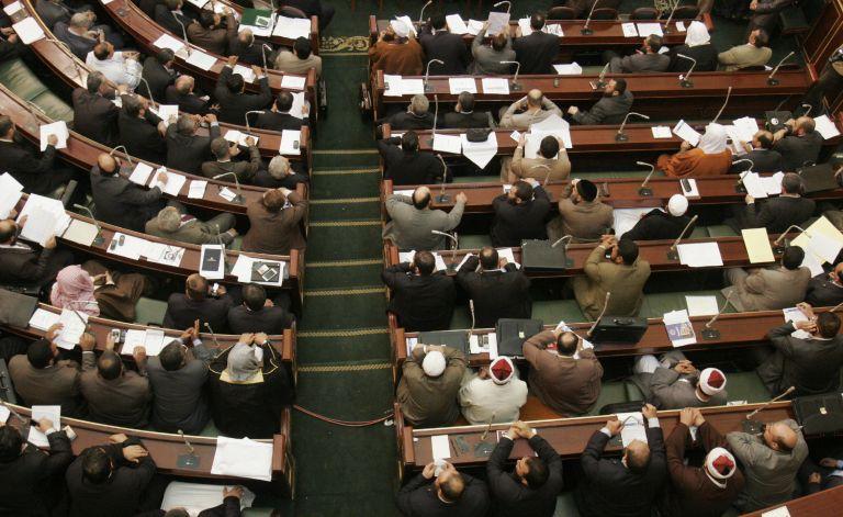 Αίγυπτος: H… διαλυμένη Εθνοσυνέλευση συνεδριάζει με απόφαση Μόρσι   tovima.gr