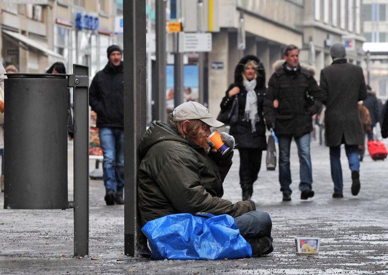 Ενα εκατομμύριο είναι οι άστεγοι κάθε νύχτα σε Ευρώπη και ΗΠΑ | tovima.gr