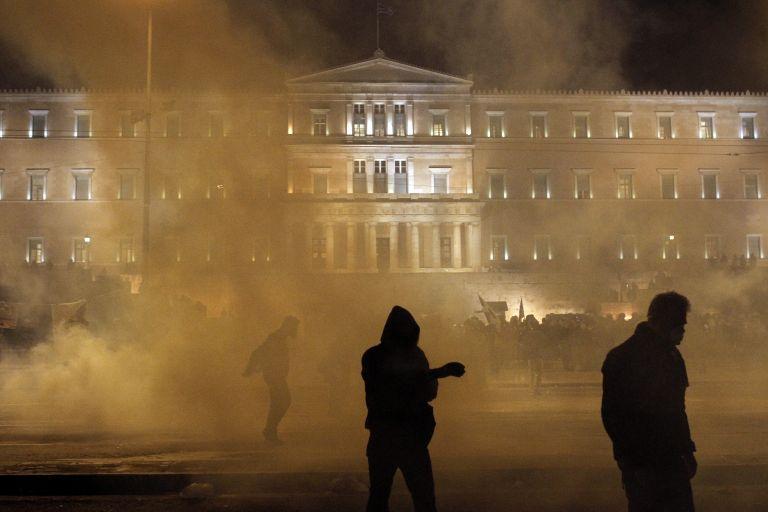 Ξένος Τύπος: Δια πυρός και σιδήρου «πέρασε» το Μνημόνιο στην Ελλάδα | tovima.gr