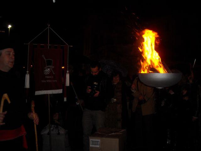 Αναψε ο «Φανός του Λάκκου του Μάγγαν'» στο Μοναστηράκι | tovima.gr
