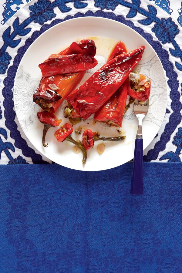 Πιπεριές γεμιστές με γαβράκια | tovima.gr