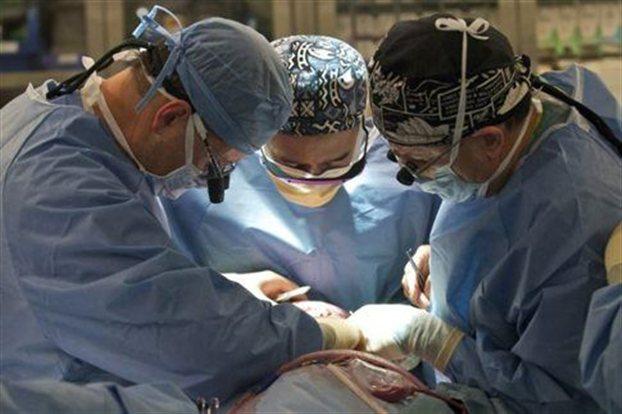 Η πρώτη τετραπλή μεταμόσχευση άκρων | tovima.gr