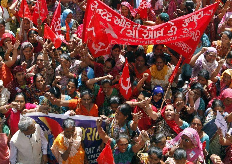 Ινδία: Εκατομμύρια διαδηλωτές ζητούν καθιέρωση κατώτατου μισθού | tovima.gr