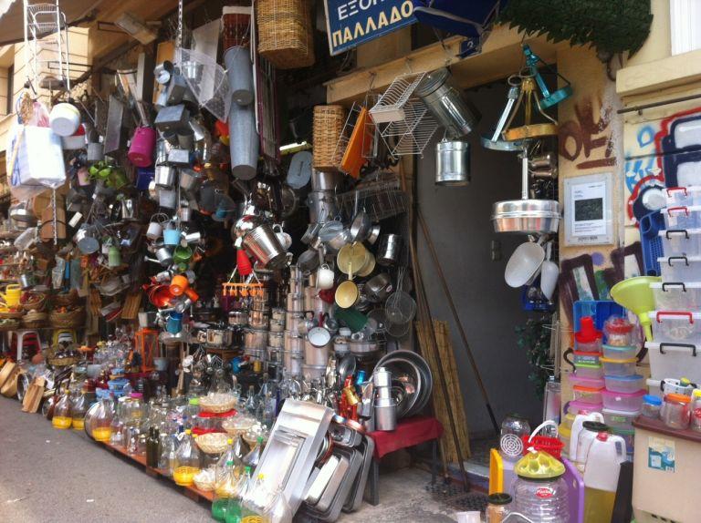 Περίπατος στην Αθήνα: Όλα του κόσμου τα κουζινικά στην Παλλάδος | tovima.gr