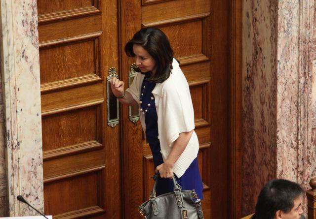 Αγνωστοι διέκοψαν προεκλογική ομιλία της Αννας Διαμαντοπούλου | tovima.gr
