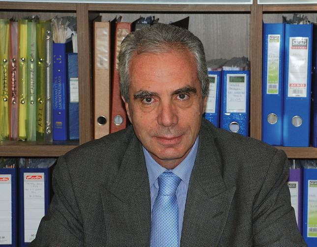 Κωνσταντίνος Λουράντος: «Για να το δώσω εγώ το φάρμακο, πρέπει να πληρώσω μετρητοίς στην εταιρεία το φάρμακο που δεν δίνει στα νοσοκομεία γιατί δεν πληρώνουν και να τα πάρω εγώ από τον ΕΟΠΠΥ μετά από 7 μήνες» | tovima.gr