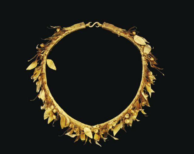 Αρχαία ελληνικά κοσμήματα στο σφυρί   tovima.gr
