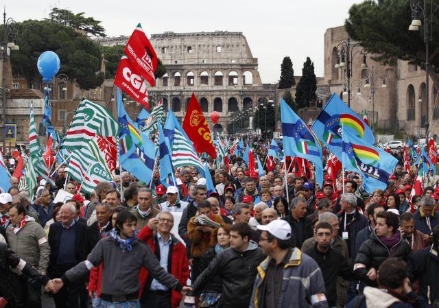 Χιλιάδες Ιταλοί διαδήλωσαν κατά των αλλαγών στο ασφαλιστικό | tovima.gr