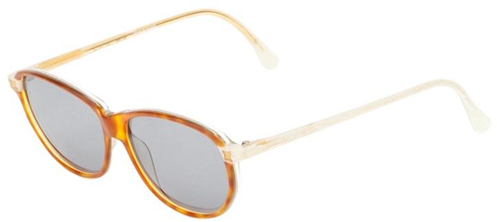 Ρετρό γυαλιά ηλίου από την Celine   tovima.gr