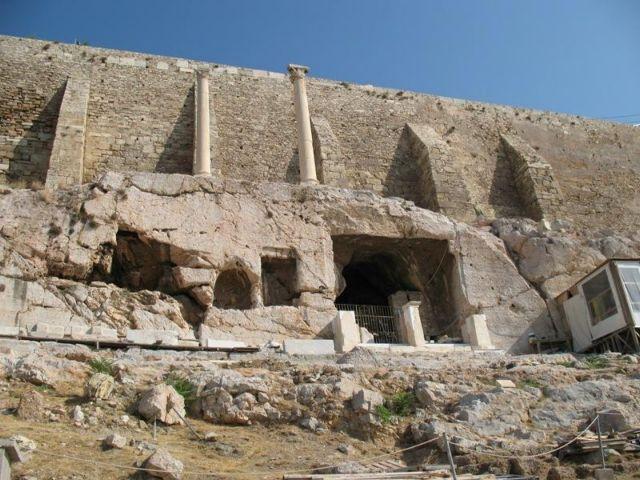 Δύο κίονες της Ακρόπολης, μάρτυρες της σεισμικής ιστορίας της Αθήνας | tovima.gr