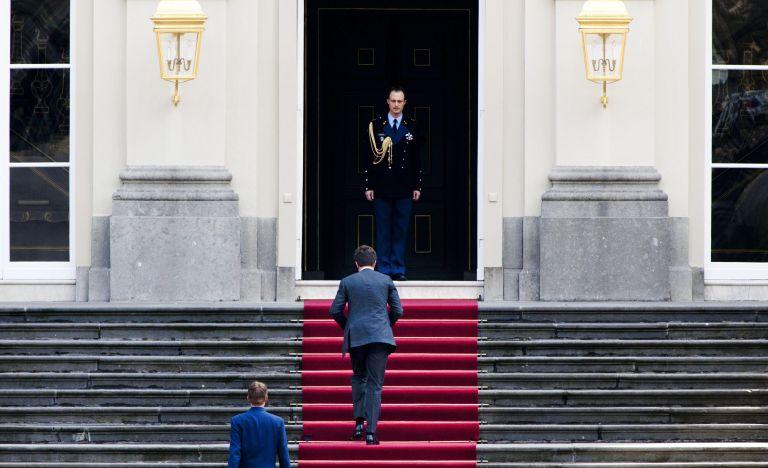Ολλανδία: Παραιτήθηκε η κυβέρνηση, έρχονται πρόωρες εκλογές | tovima.gr