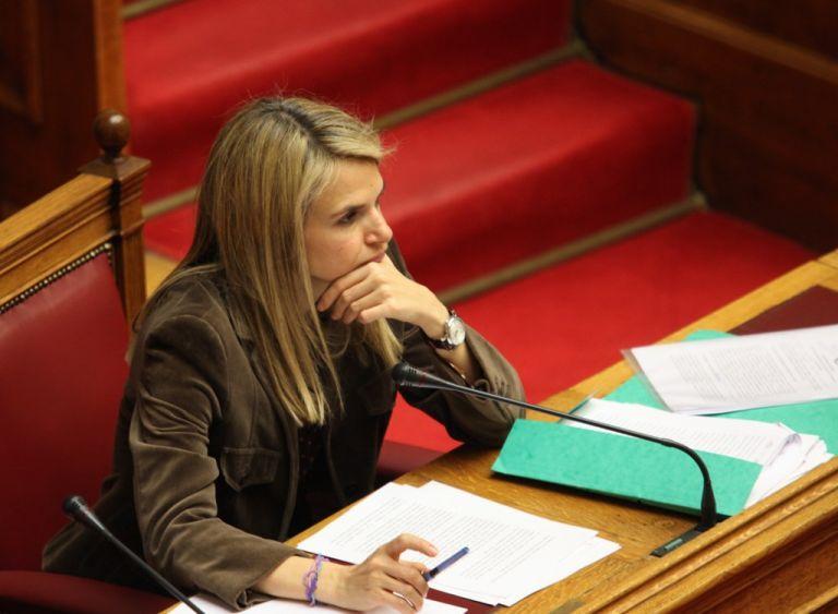 Μιλένα Αποστολάκη: «Ανατρέπεται κι αποκαθηλώνεται ένα ιστορικό ψεύδος ότι η κρίση οφείλεται στην κυβέρνηση ΠΑΣΟΚ» | tovima.gr