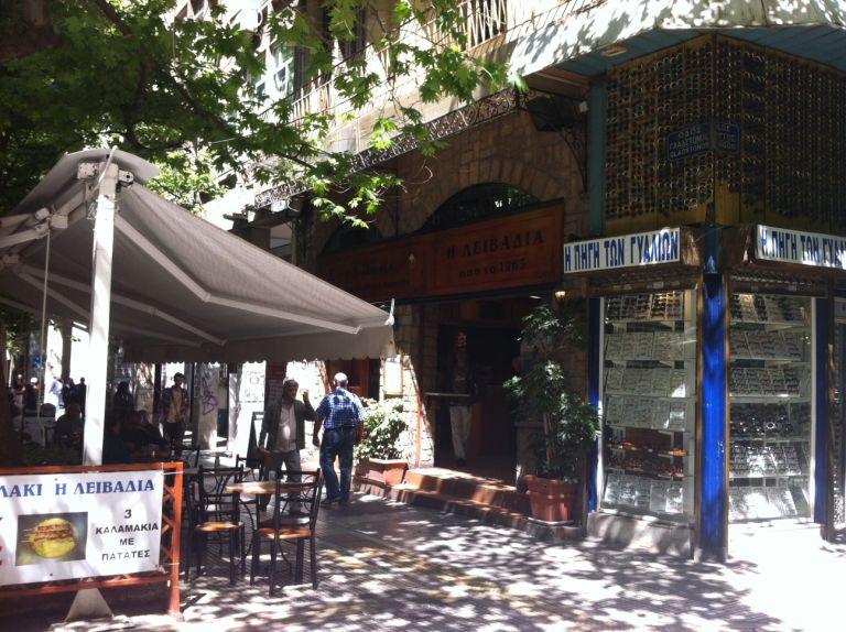 Περίπατος στην Αθήνα: Σουβλάκια Λειβαδιάς στην Κάνιγγος   tovima.gr