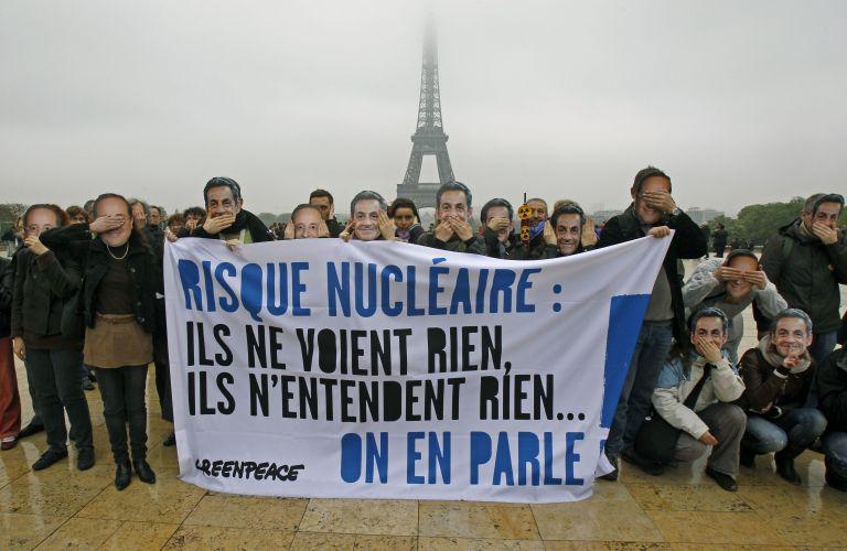 Μήνυμα για την πυρηνική ενέργεια σε Σαρκοζί-Ολάντ από ακτιβιστή | tovima.gr
