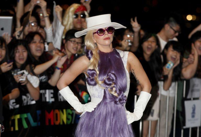 Lady Gaga: χώρισε λόγω επαγγελματικών υποχρεώσεων   tovima.gr