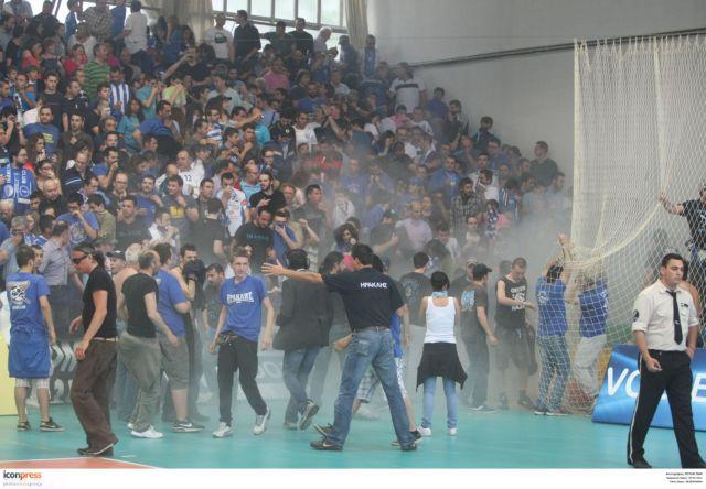 Bόλεϊ: Πυρά της ΕΣΑΠ κατά της Αστυνομίας   tovima.gr
