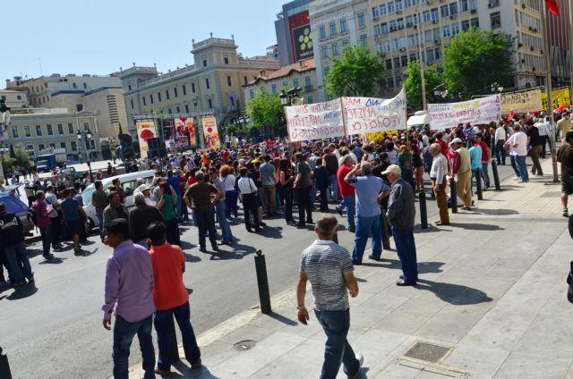 Μικρή συμμετοχή και μικροεπεισόδια στην πορεία της Πρωτομαγιάς | tovima.gr