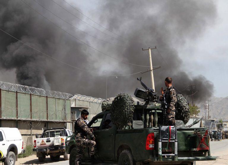 Ελαφρά τραυματίες δύο έλληνες στρατιώτες στο Αφγανιστάν   tovima.gr