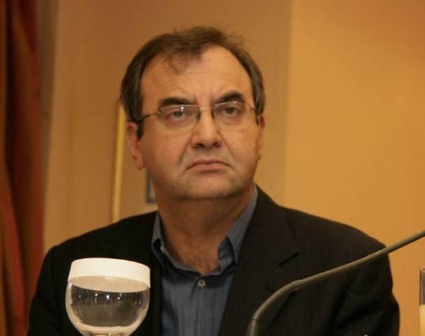 Δημήτρης Στρατούλης: «Αν γίνουμε κυβέρνηση θα χρησιμοποιήσουμε τα χρήματα των ελλήνων καταθετών για επενδύσεις, δεν θα πληρώσουμε τις δόσεις του μνημονίων για να επαναφέρουμε τους μισθούς και τις συντάξεις και θα επιστρέψουμε τα χρήματα από το χαράτσι της ΔΕΗ» | tovima.gr