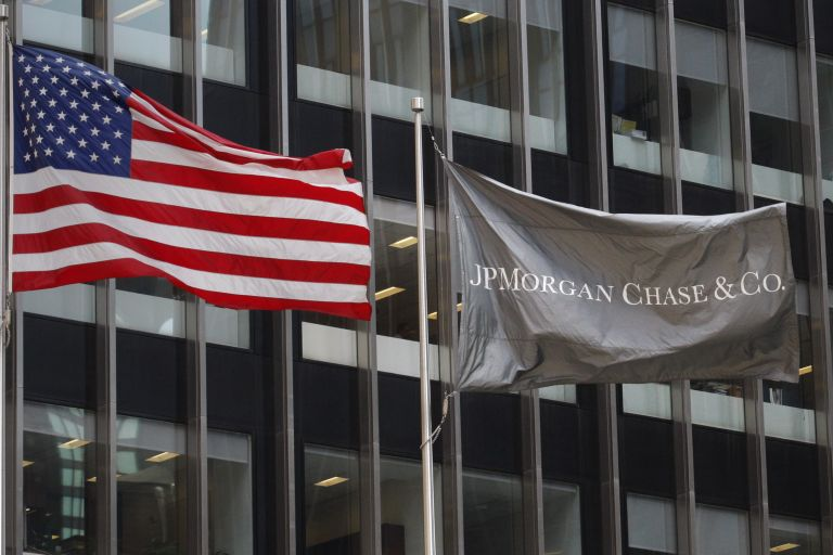 JP Morgan Chase: Απομακρύνονται τρια στελέχη | tovima.gr