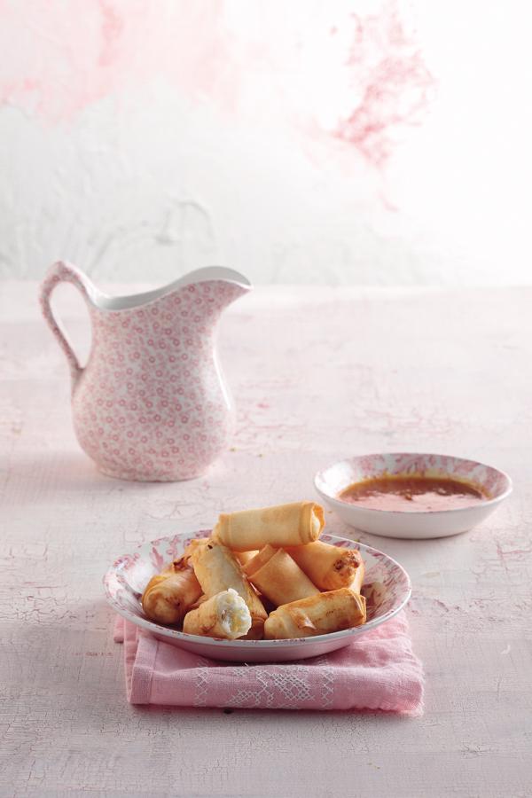 Spring rolls με ανθότυρο με σος από μούσμουλα | tovima.gr