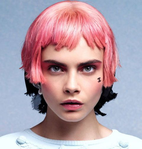 H Chanel πουλάει αυτοκόλλητα | tovima.gr