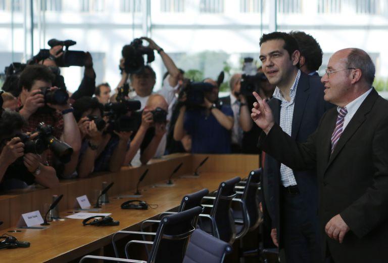 Γκάμπριελ προς Τσίπρα: Αν δεν τηρηθούν οι δεσμεύσεις θα κοπούν οι πληρωμές | tovima.gr