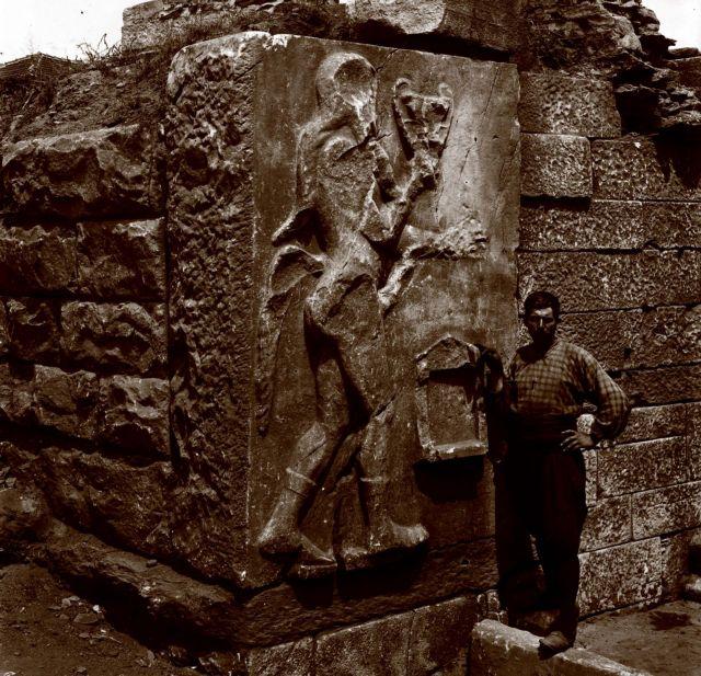 Αρχαιολόγοι με ρεβόλβερ | tovima.gr